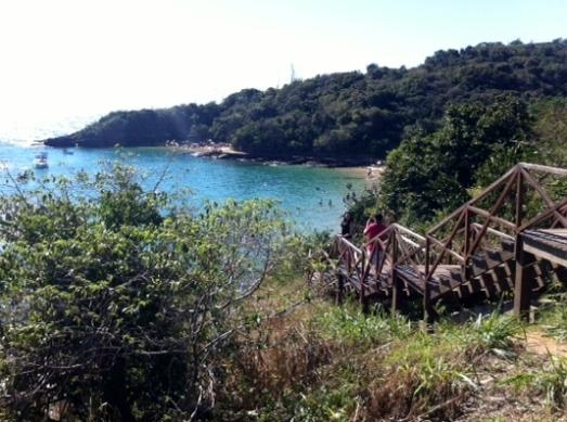 A Praia da Azeda é linda e uma das mais próximas do centro